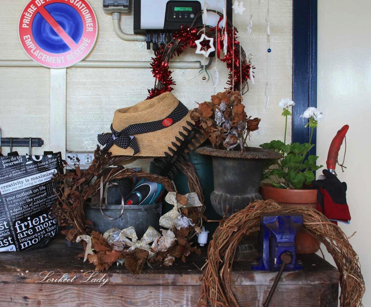 bench-clutter