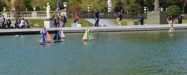 web_-boats-grand-bassin-in-jardin-du-luxembourg